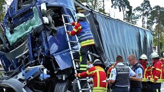 A5: MASSIVE ZERSTÖRUNG: CRASH mit 5 LKW | SATTELZUG rast in STAUENDE bei Weingarten
