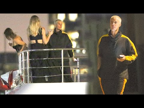 Justin Bieber Parties On A Yacht With A Bunch Of Models | Splash News TV