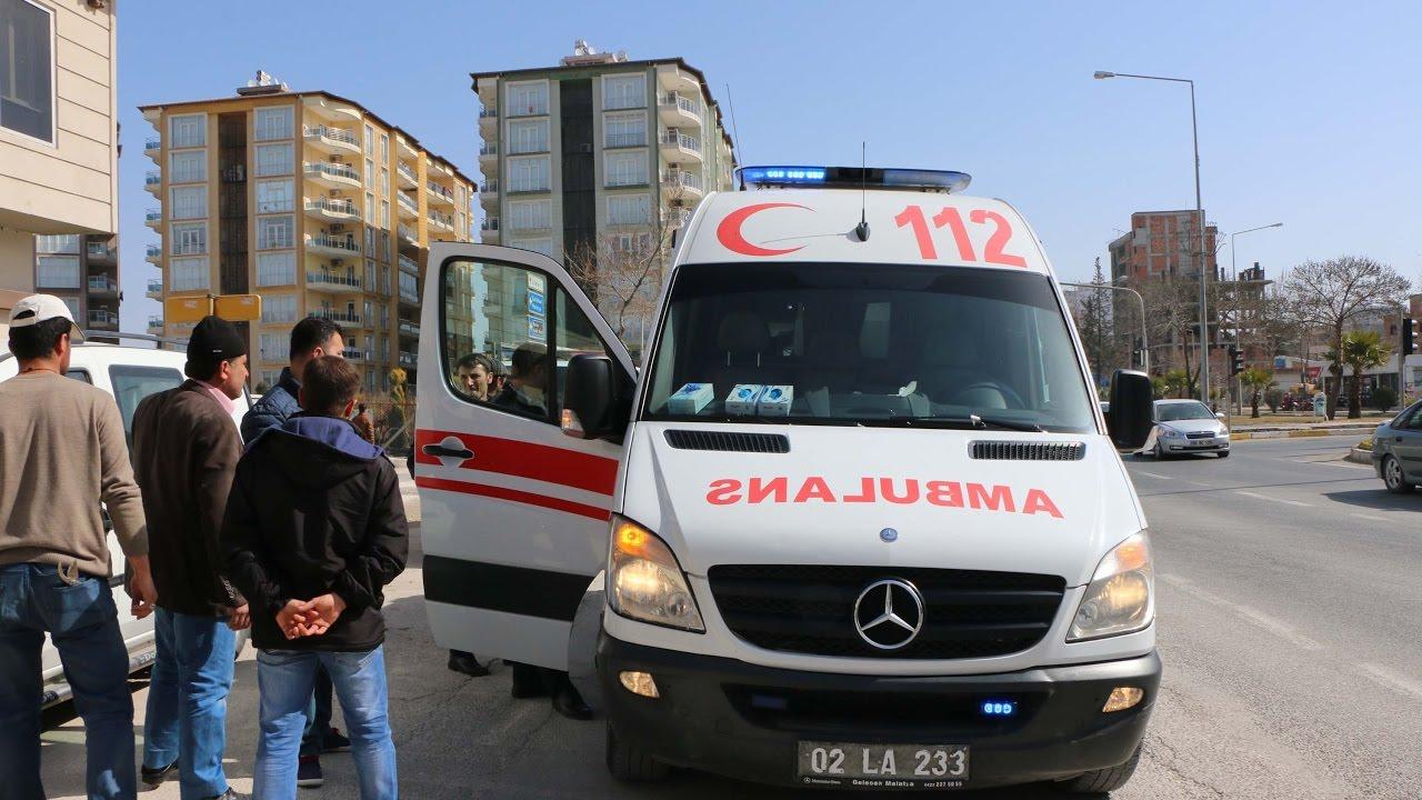 Otomobilin Çarptığı Seyyar Satıcı Yaralandı