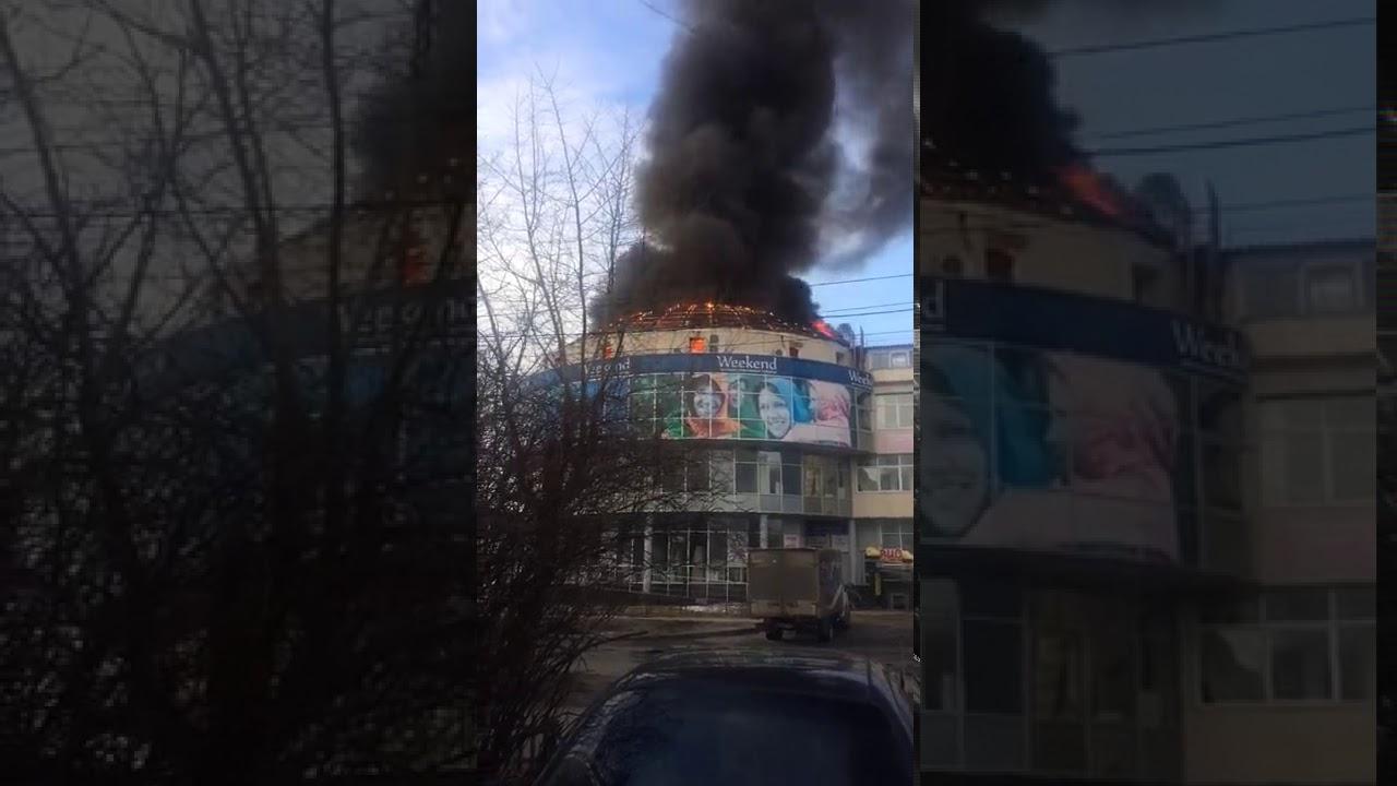 b739d97767d4 В Архангельске горит торговый центр, информации о пострадавших не поступало