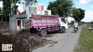 Isuzu Elf Dumptruck Stuck