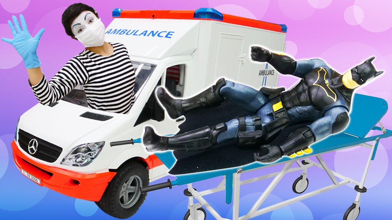 Os super-heróis estão doentes! Bonecos de ação para crianças