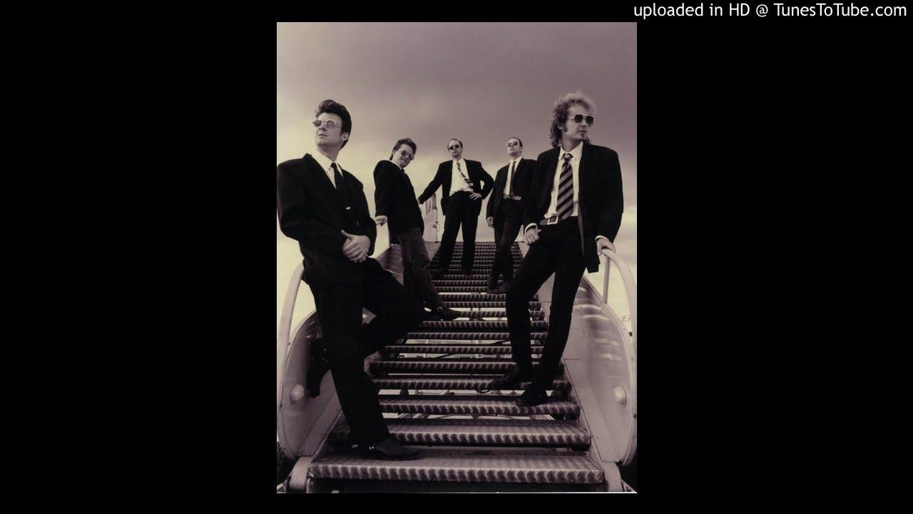 16 Hey Bulldog - The Sinners