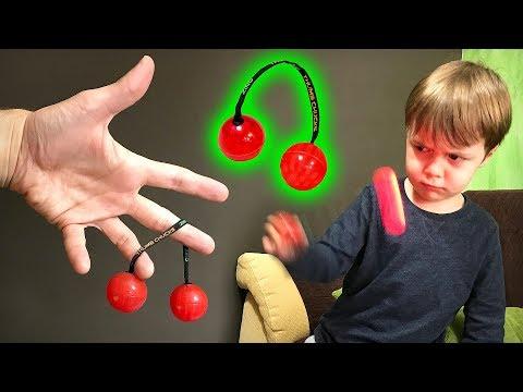 THUMB CHUCKS E MANOBRAS INCRÍVEIS!! Brinquedo Fidget Spinner com Bolas que Brilham no Escuro - Toys
