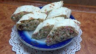 Блюда из лаваша Простая вкусная  закуска с крабовыми палочками яйцами и сыром