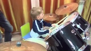 уроки на ударных инструментах в школе Маэстро