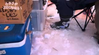 Repeat youtube video 北海道・十勝でワカサギ釣りにチャレンジ(月刊しゅん)