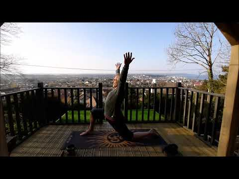 lockdown-yoga-spinal-activation-flow