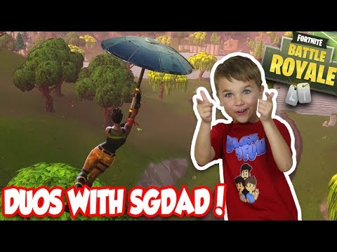 CUTE 6 YEAR OLD KID PLAYING FORTNITE DUOS WITH HIS DAD!!!