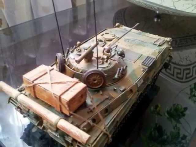 Демонстрация готовой модели советской БМП-2Д - Звезда 1:35 3555