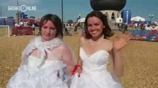 Футбол в свадебном платье: матч невест прошел в фан-зоне в Казани