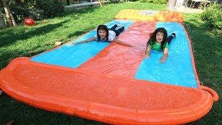 Elif Öykü ve Masal'ın Yeni DEV Su kaydırağı! Playing with Funny Kids Water Slide Compilation