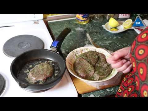 Отбивная на сковороде видео