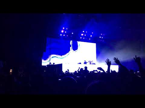 The Chainsmokers - Opening @ Sydney Showground 21/10/17