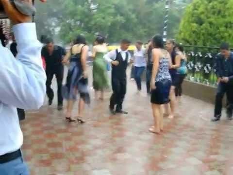 Bailando en Cimarrón Chico de la Raicilla bajo la lluvia, fiestas 2009