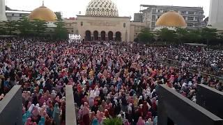 Puluhan Ribu Orang Jemaah Sambut Kedatangan Ustaz Abdul Somad di Masjid Raya Bandung