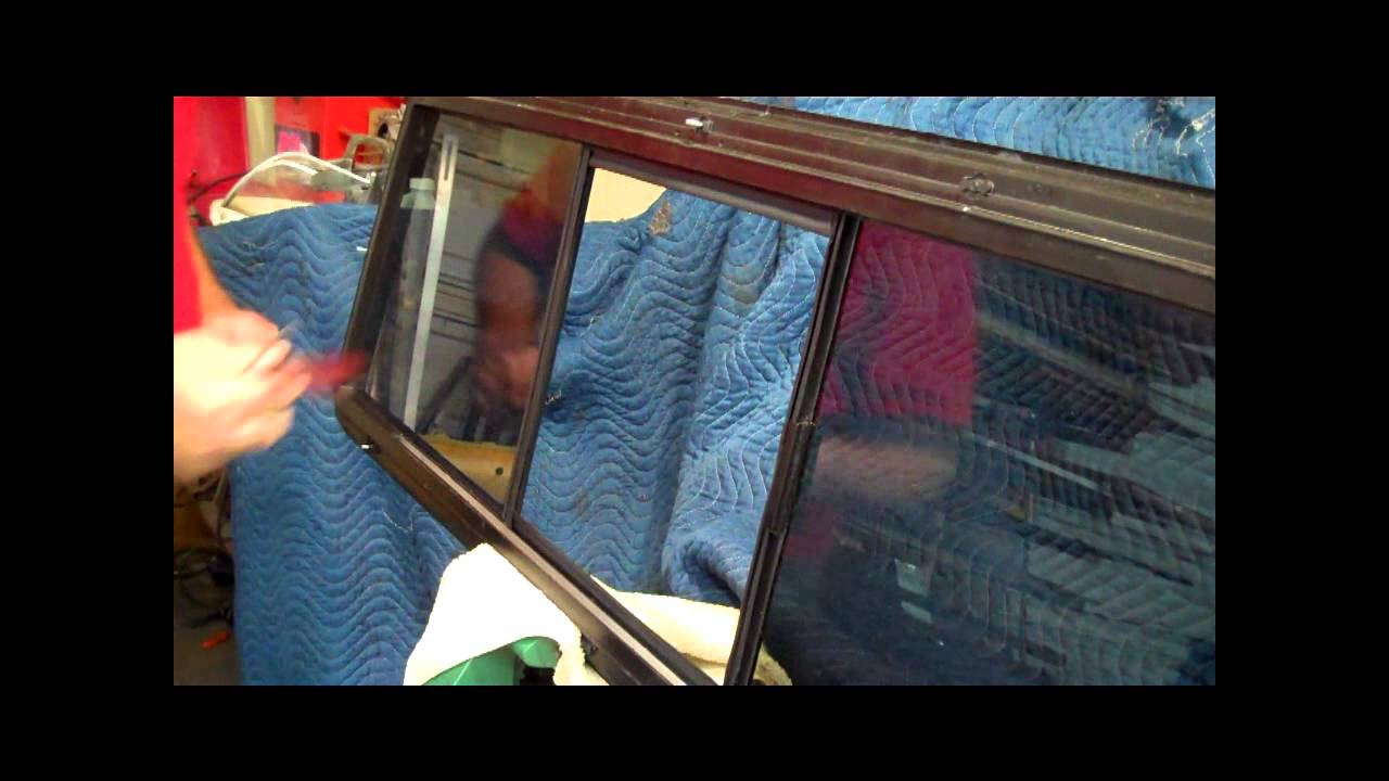 Pickup trucks sliding rear window Back glass movable