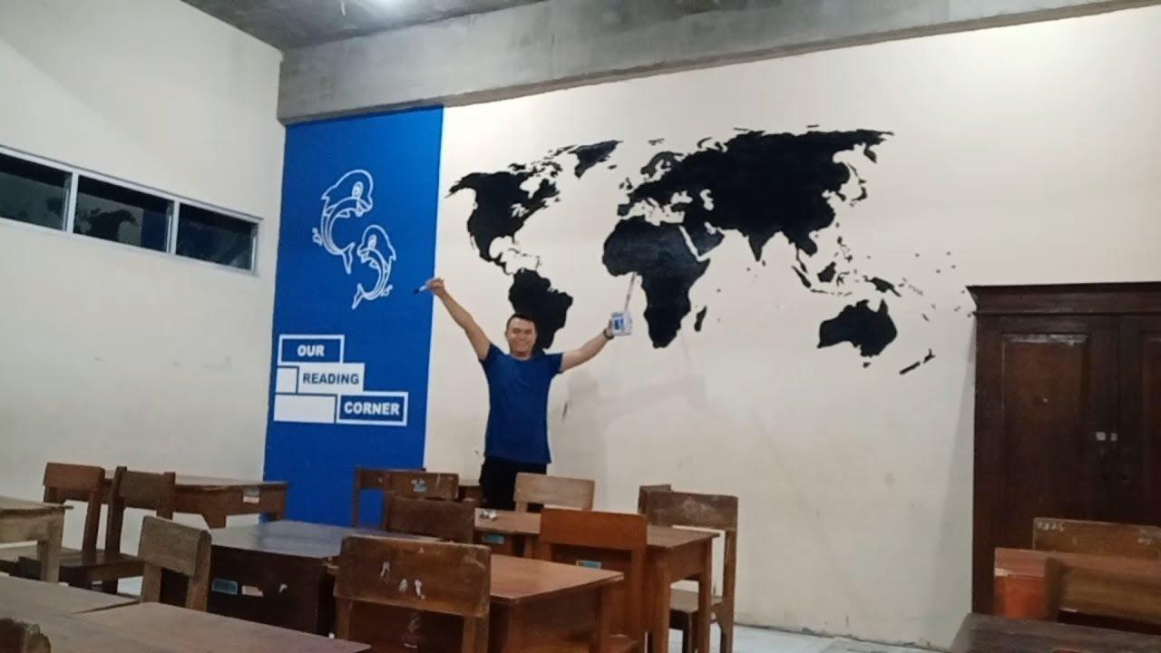 Menggambar Peta Dunia Di Dinding Kelas How To Make World Map Mural Youtube