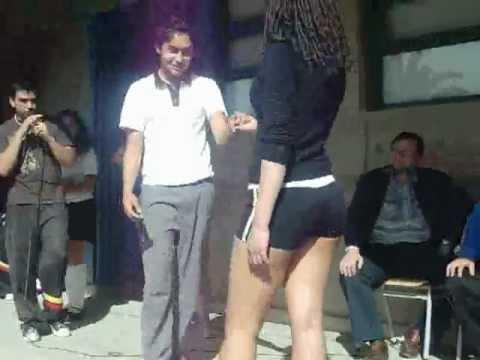 Chica con ricas piernas en el micro - 1 part 6