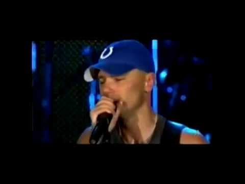Kenny Chesney Cries on Stage
