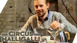 Circus HalliGalli Aushalten: Nicht lachen - Teil 4 | ProSieben thumbnail