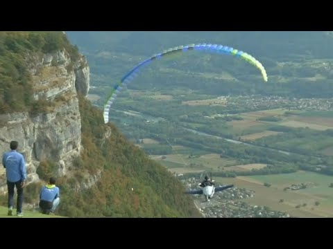 طائرات شراعية باختلاف ألوان الطيف في سماء منطقة الألب الفرنسية …  - نشر قبل 3 ساعة