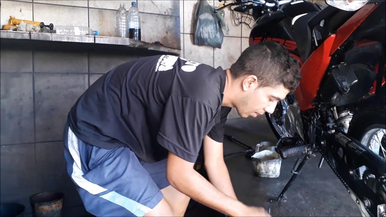 Lavando a Moto No Lava-Jato Especializado