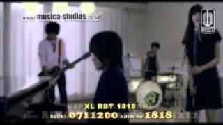 youtube.YouTube_-_Vierra_-_Seandainya_[HD]_[official_music_video].flv