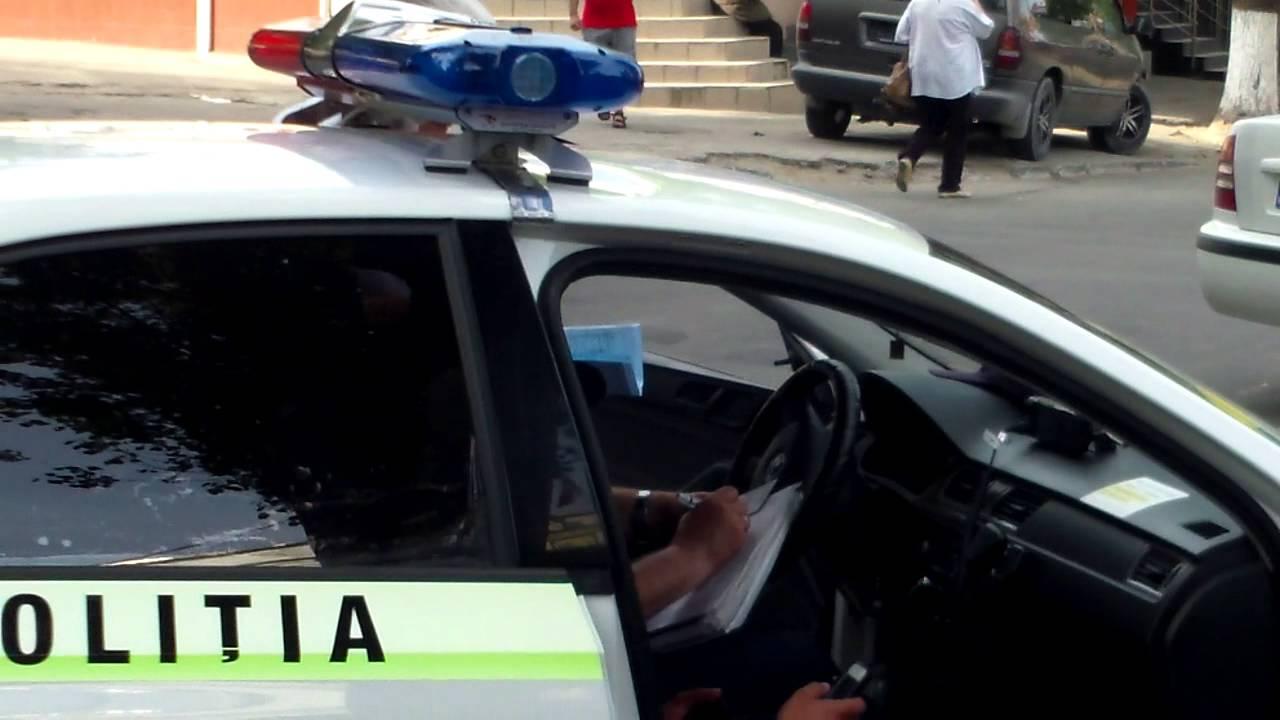 Poliție parcată greșit, scrie PV unui șofer de taxi