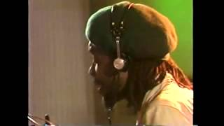 Peter Tosh with  Chris Hinze - Puss and Dog with  Rare Footage