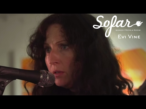 Evi Vine - Give Your Heart To The Hawks | Sofar Oxford