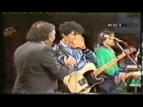 Edoardo Bennato - Eccoli i prestigiatori  (con intervista di Gianni Minà) - Blitz 1983