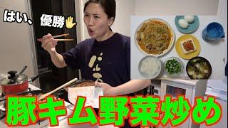 今日のご飯の名は、ばくだん!! マミーポコに教えてもらっためっちゃ簡単でめっちゃ美味しいやつ。 もうこれは美味いよ   みんなも作ってみて! 【材料】 キャベツ二分の一 ...