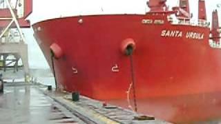 Navio Bate no Cais do Porto de Imbituba - Brasil