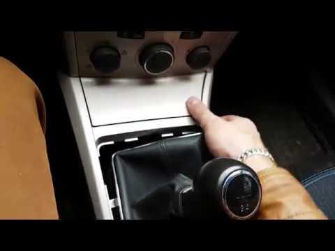 Opel Astra H достаем прикуриватель и меняем лампочку