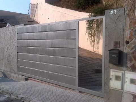 Puerta de garaje corredera en barcelona por norestim youtube for Herrajes puertas correderas garaje