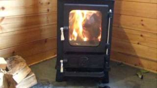 Small wood stove with secondary combustion