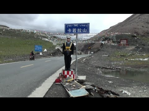 The road from Lhasa to Gyantse with 3 passes  (4794m / 5039m / 4280m) (Tibet - China)