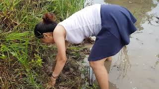 Primitive technology  Amazing girl fishing