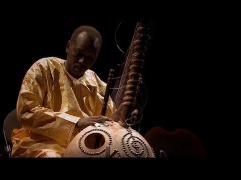 Кора — центральный инструмент в музыкальной традиции народа мандинка.