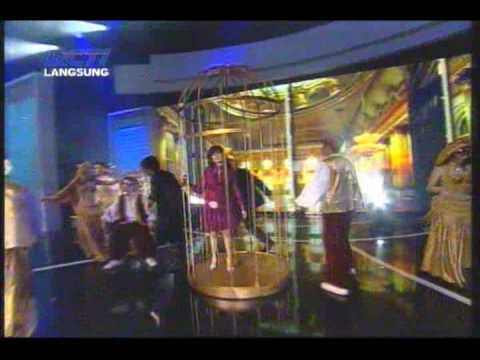 Ungu Ft Iis Dahlia - Hampa hatiku @ Indonesian Movie Award 2009 (with lyrics)