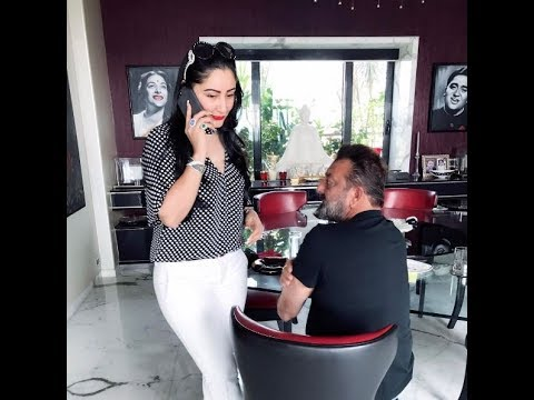 Sanjay Dutt Wife Manyata Dutt giving 5/5...