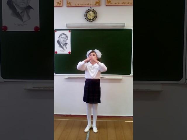 Изображение предпросмотра прочтения – ЮлияРасхожева читает произведение «Свинья под дубом» И.А.Крылова