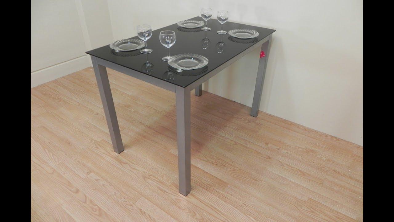 Mesa de cocina de cristal negro con base met lica de for Mesas de cocina de cristal