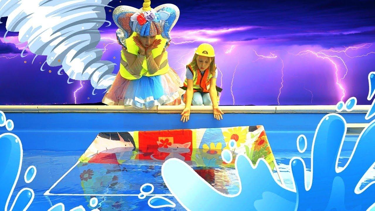 Амелька и Кукла ЛОЛ играют в Дочки-Матери! Почему домик ...