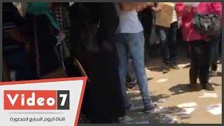 سماسرة التنسيق ينتشرون أمام جامعة القاهرة فى وجود أمن الجيزة