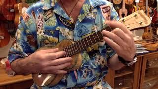 """""""Goofus"""" on Maui Music Deluxe Retro Style Curly Mango Soprano #3595 @ Ukulele Mania, Tokyo"""