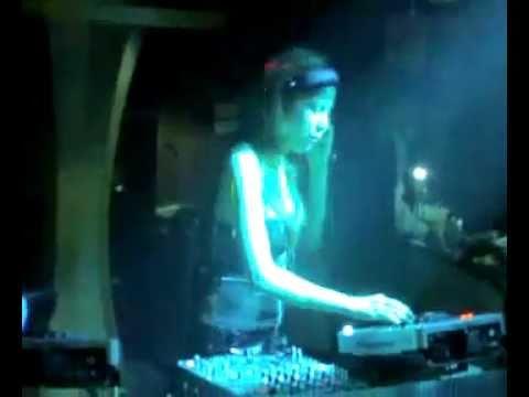 Em DJ 9X Myno ở vũ trường Phương Đông