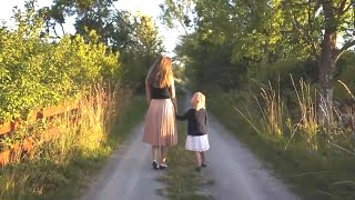 видео: Женщина невольно услышала, что 6-летняя девочка сказала своей матери, она не могла пройти мимо