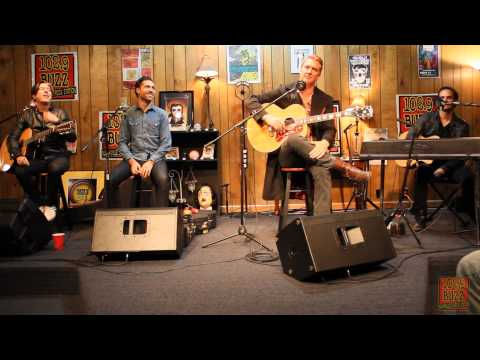 1029 The Buzz: Acoustic Session  Queens Of The Stone Age Interview
